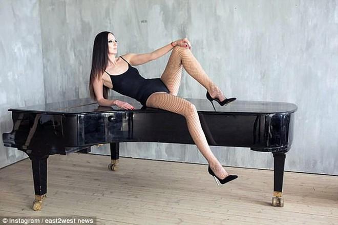 Choáng với người phụ nữ Nga sở hữu đôi chân dài nhất thế giới - Ảnh 6.
