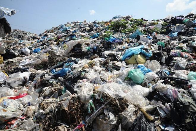 Ứ đọng hơn 270.000 tấn rác, Hội An muốn thu phí môi trường du khách - Ảnh 5.