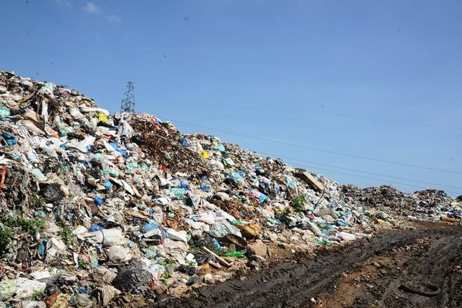 Ứ đọng hơn 270.000 tấn rác, Hội An muốn thu phí môi trường du khách - Ảnh 6.
