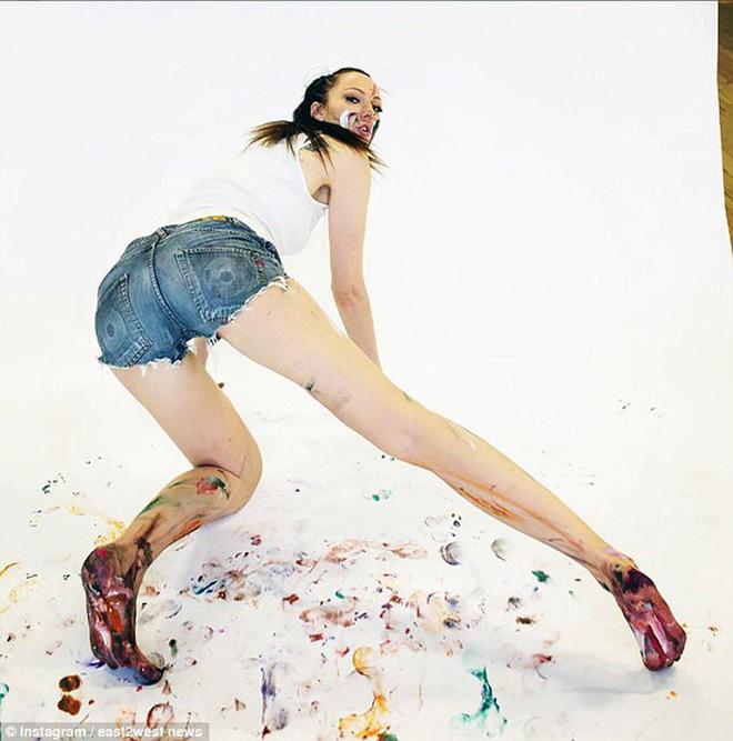 Choáng với người phụ nữ Nga sở hữu đôi chân dài nhất thế giới - Ảnh 8.