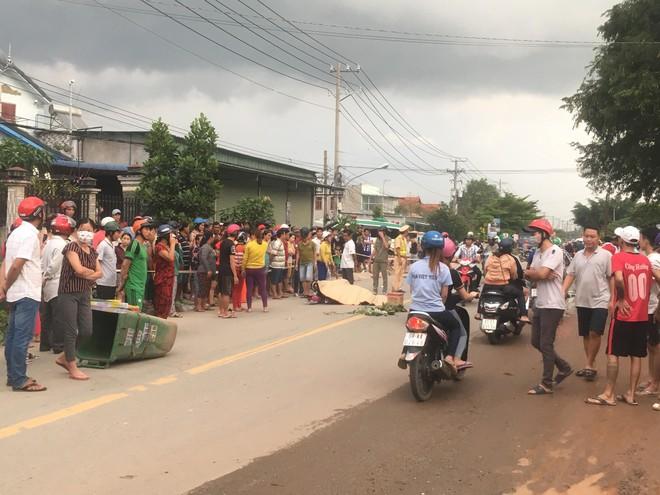Hàng trăm người dân đổ ra đường xem tai nạn liên hoàn, 3 người thương vong - Ảnh 2.