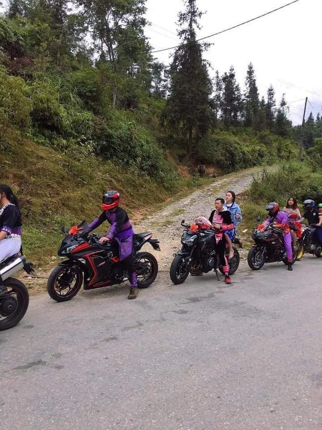 Xuất hiện đoàn rước dâu mặc trang phục dân tộc thiểu số, cưỡi mô tô phân khối lớn ở Lào Cai - Ảnh 3.