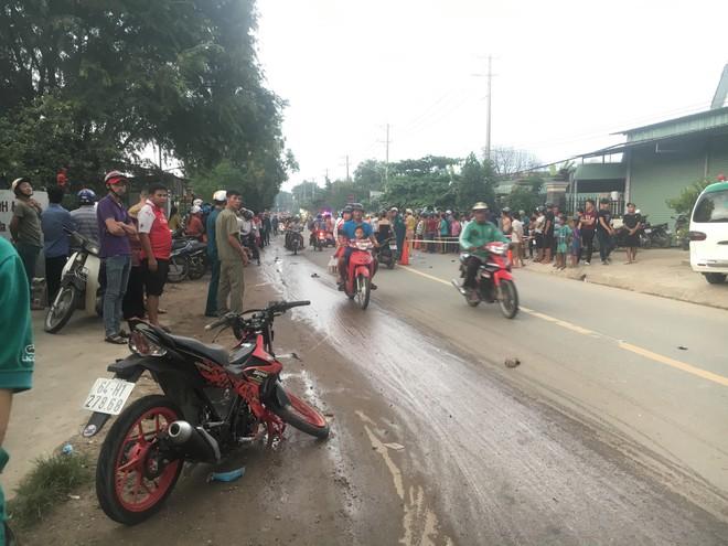 Hàng trăm người dân đổ ra đường xem tai nạn liên hoàn, 3 người thương vong - Ảnh 3.