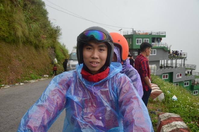 Người dân nói bà chủ gai bê tông trên Mã Pì Lèng làm màu khi bảo phát quần áo cho trẻ em bản địa - Ảnh 5.
