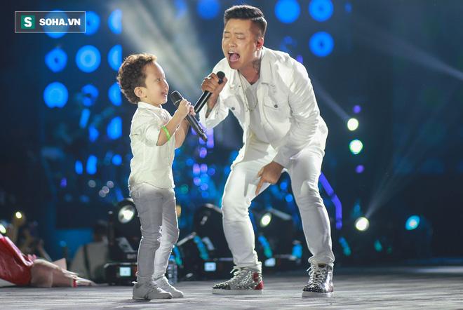 Tuấn Hưng trốn viện, đưa con trai lên sân khấu hát khiến Khắc Việt bật khóc, hé lộ điều không ai biết - Ảnh 8.