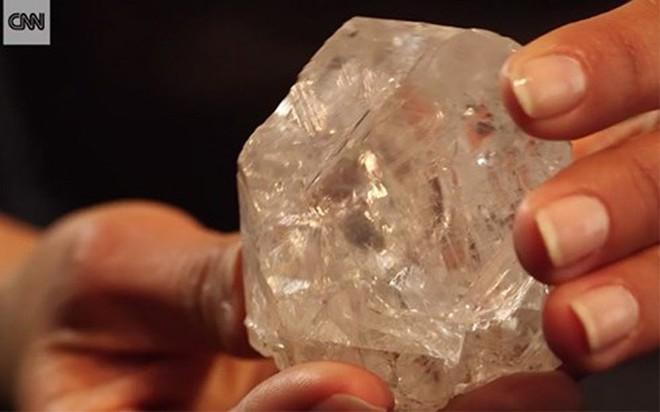 Viên kim cương độc nhất trên thế giới 800 triệu năm tuổi - Ảnh 3.