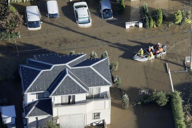 Hàng chục nghìn binh sĩ, trực thăng Nhật Bản đương đầu với hậu quả thảm khốc của bão quái vật Hagibis - Ảnh 5.