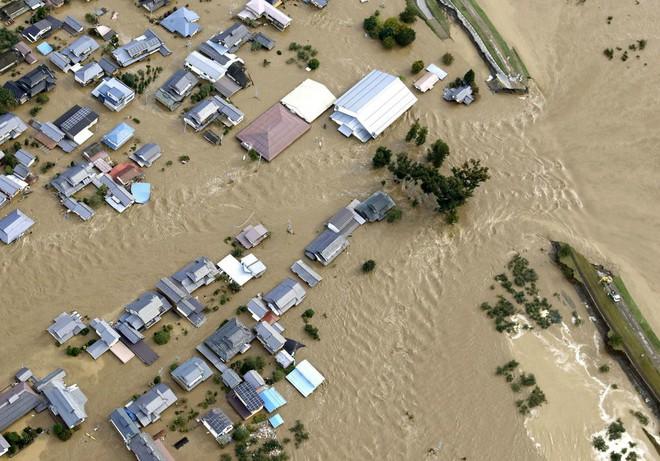 Hàng chục nghìn binh sĩ, trực thăng Nhật Bản đương đầu với hậu quả thảm khốc của bão quái vật Hagibis - Ảnh 7.