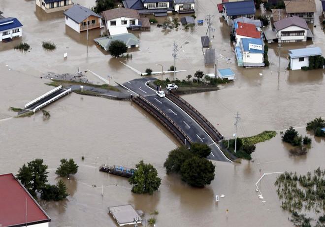 Hàng chục nghìn binh sĩ, trực thăng Nhật Bản đương đầu với hậu quả thảm khốc của bão quái vật Hagibis - Ảnh 8.