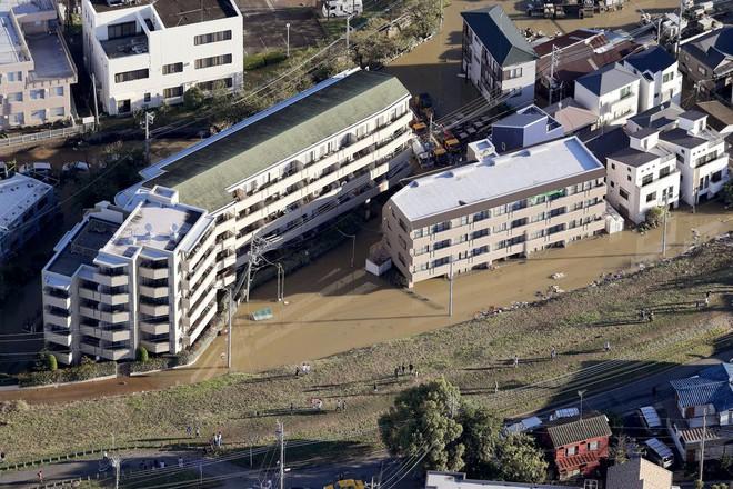 Hàng chục nghìn binh sĩ, trực thăng Nhật Bản đương đầu với hậu quả thảm khốc của bão quái vật Hagibis - Ảnh 11.