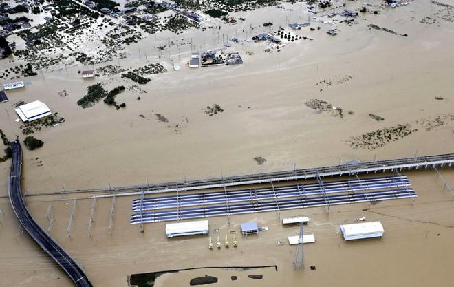 Hàng chục nghìn binh sĩ, trực thăng Nhật Bản đương đầu với hậu quả thảm khốc của bão quái vật Hagibis - Ảnh 12.