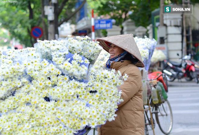 Gió mùa Đông Bắc tràn về, Hà Nội sẽ giảm 10 độ; Từ nay đến cuối năm có mấy cơn bão? - ảnh 1