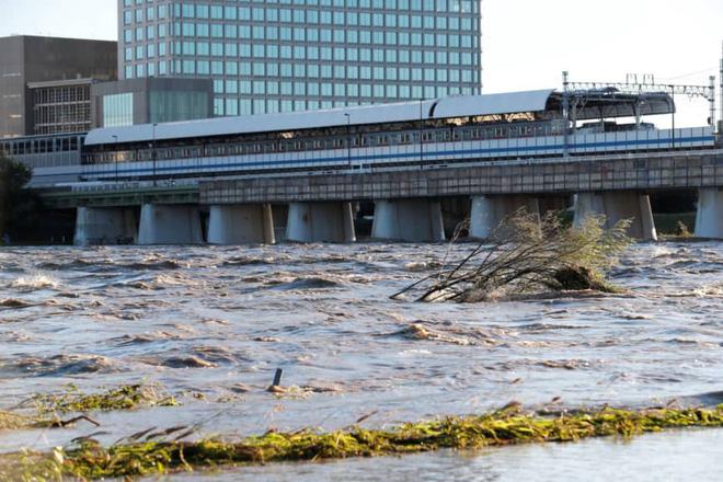 Gió bão hủy diệt giáng xuống Tokyo vẫn không thể quật ngã công trình cao nhất Nhật Bản này! - ảnh 8