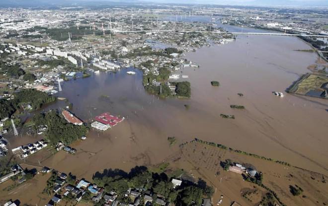 Gió bão hủy diệt giáng xuống Tokyo vẫn không thể quật ngã công trình cao nhất Nhật Bản này! - ảnh 10