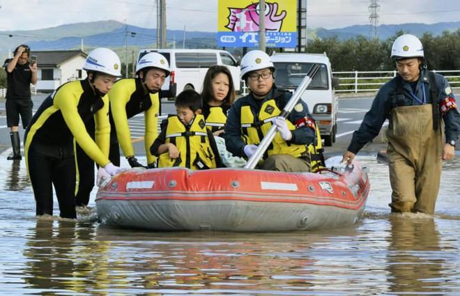 Gió bão hủy diệt giáng xuống Tokyo vẫn không thể quật ngã công trình cao nhất Nhật Bản này! - ảnh 13
