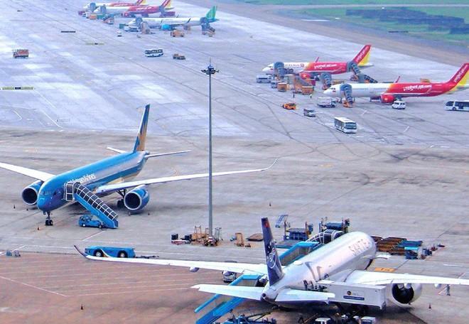 Thiếu chỗ đỗ máy bay qua đêm, Cục Hàng không khuyến cáo hãng bay mới - Ảnh 1.