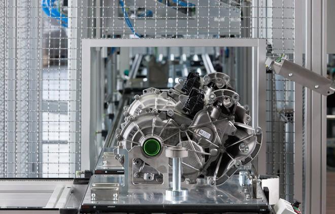 Bên trong nhà máy sản xuất xe hơi của BMW - Ảnh 11.
