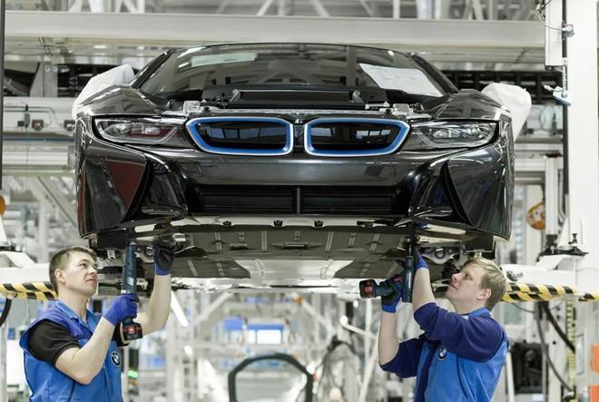 Bên trong nhà máy sản xuất xe hơi của BMW - Ảnh 3.
