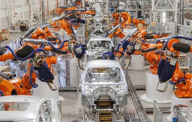 Bên trong nhà máy sản xuất xe hơi của BMW - Ảnh 4.