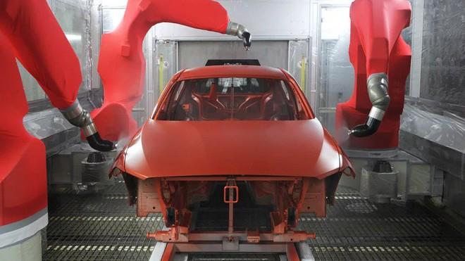 Bên trong nhà máy sản xuất xe hơi của BMW - Ảnh 6.