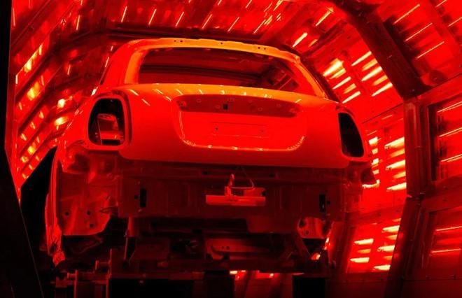 Bên trong nhà máy sản xuất xe hơi của BMW - Ảnh 8.