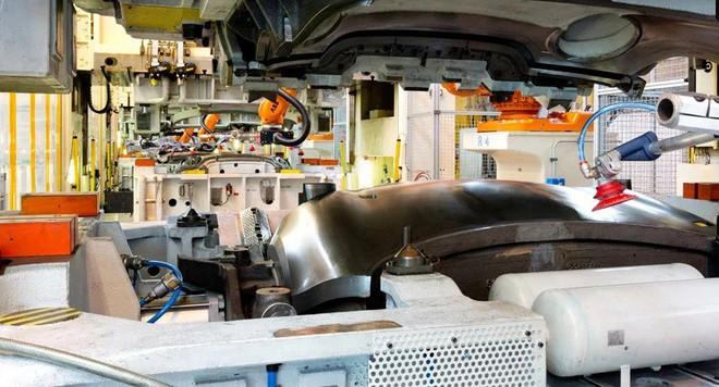 Bên trong nhà máy sản xuất xe hơi của BMW - Ảnh 9.