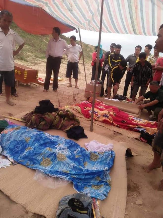 Đi tìm 3 nam sinh mất tích, gia đình chết lặng khi thấy 3 bộ quần áo ở bờ sông - Ảnh 1.