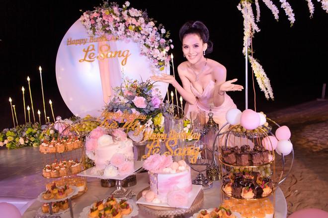 Người đẹp Sang Lê đón sinh nhật sang chảnh trên bờ biển ở Phú Yên - ảnh 2