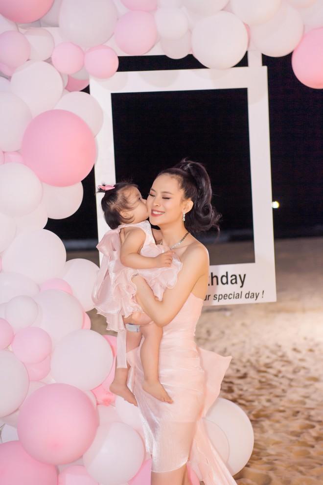 Người đẹp Sang Lê đón sinh nhật sang chảnh trên bờ biển ở Phú Yên - ảnh 4