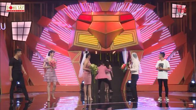 Lâm Vỹ Dạ đòi bỏ về khi tình cũ Anh Đức cầu hôn trên sóng truyền hình - Ảnh 6.