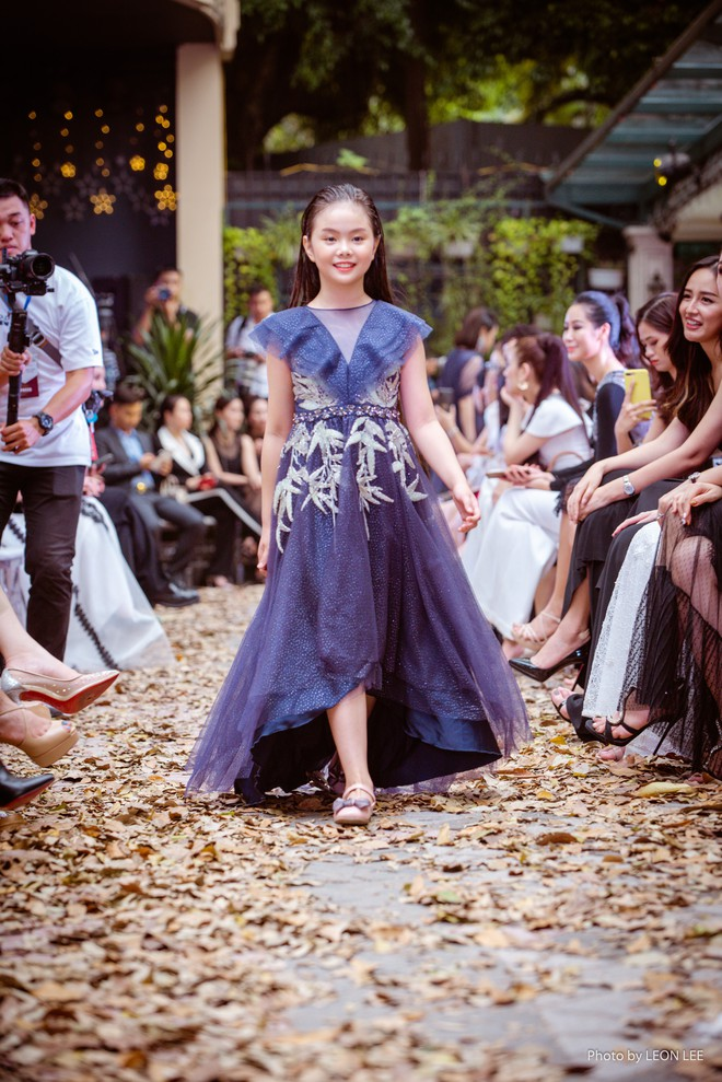 Mẫu nhí Chíp Măng, Trà My tỏa sáng tại show thời trang có Mai Phương Thúy, Tú Anh - Ảnh 1.