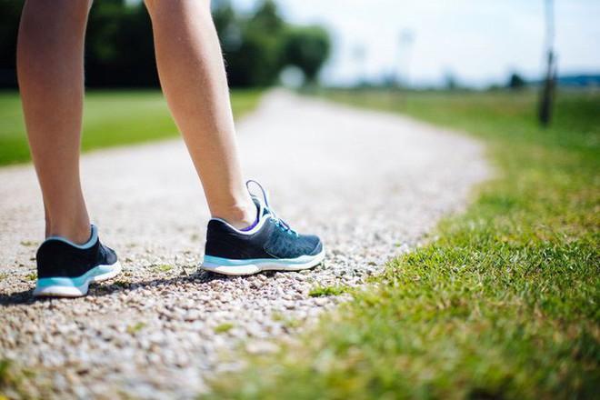 Cách đi bộ này là dấu hiệu của căn bệnh gây chết người  - Ảnh 1.