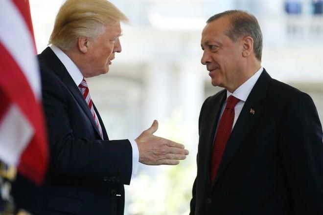 Liều mình tiến công ở Syria: Có Nga bảo hộ, Mỹ khó lòng lấy cớ S-400 để bắt nạt Thổ Nhĩ Kỳ? - ảnh 1