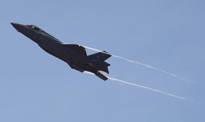 Tiêm kích F-35 bắn nhầm UAV tàng hình đắt tiền XQ-58A Valkyrie khi luyện tập? - ảnh 10