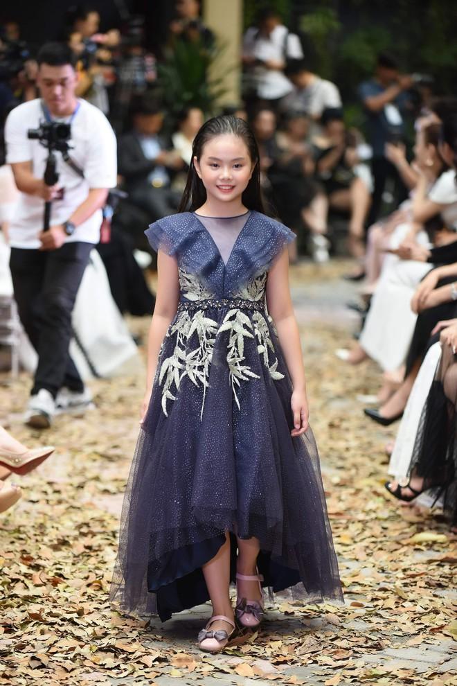 Mẫu nhí Chíp Măng, Trà My tỏa sáng tại show thời trang có Mai Phương Thúy, Tú Anh - Ảnh 2.