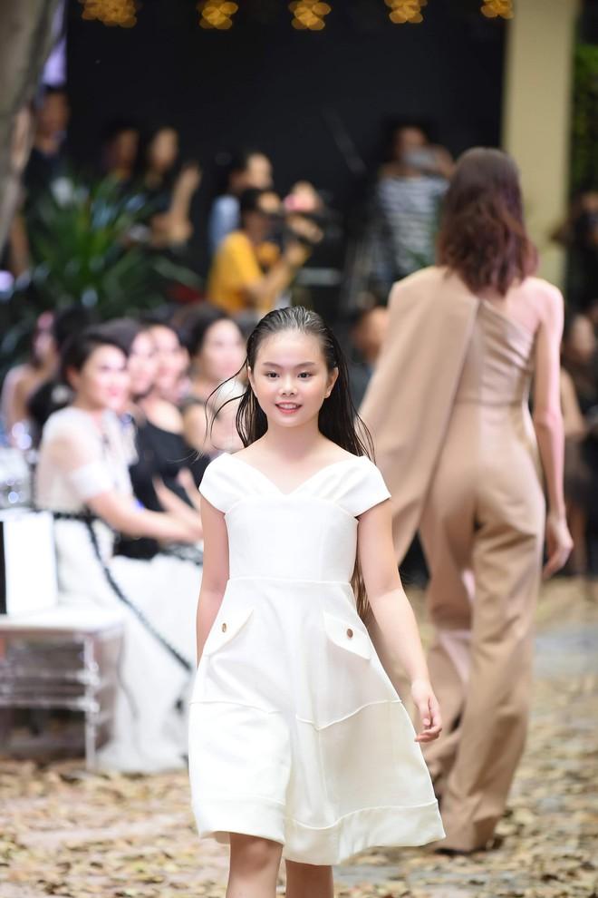 Mẫu nhí Chíp Măng, Trà My tỏa sáng tại show thời trang có Mai Phương Thúy, Tú Anh - ảnh 3
