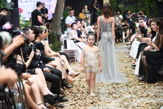Mẫu nhí Chíp Măng, Trà My tỏa sáng tại show thời trang có Mai Phương Thúy, Tú Anh - ảnh 8