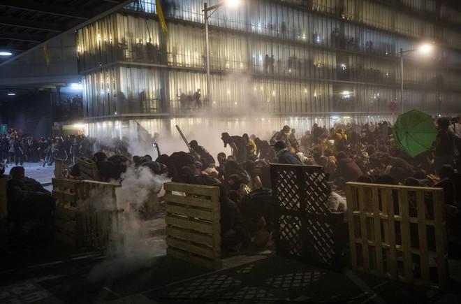 24h qua ảnh: Người dân tham gia cuộc chiến cà chua ở Indonesia - Ảnh 11.