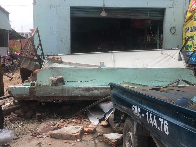 Sập công trình nhà ở đang tháo dỡ, 2 người trọng thương - Ảnh 2.
