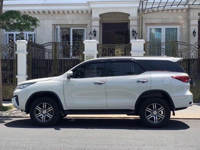 Toyota Fortuner: Thời vàng son đã qua, tụt dốc không phanh, giảm giá hơn trăm triệu - Ảnh 1.