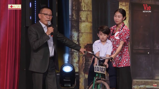 NSND Hồng Vân: Mới 4 tuổi mà tôi đã phải đạp xe từ Hà Nội về Từ Sơn - ảnh 1