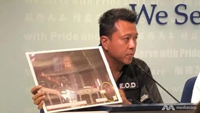 Cảnh sát Hong Kong: Lần đầu người biểu tình dùng bom tự chế - Ảnh 1.