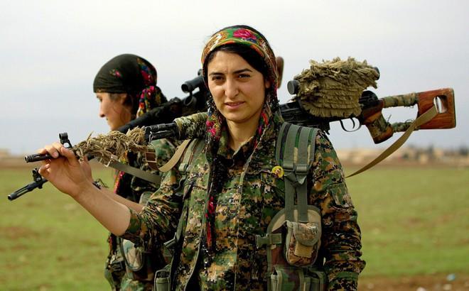 """Đừng """"truy cùng giết tận"""", 5.000 nữ chiến binh Kurd đã sẵn sàng tử chiến: Thảm kịch Syria?"""
