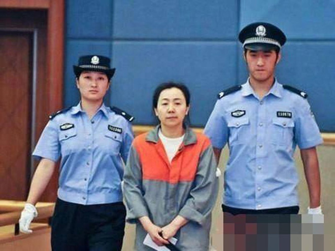 Nữ cục trưởng TQ chi tiền tỷ sửa mông 'mồi chài' sếp - ảnh 2