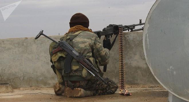 QĐ Syria bị bắt sống xe tăng hiện đại - Chiến sự 1 ngày bằng 4 năm, xoay chuyển chóng mặt - Ảnh 6.