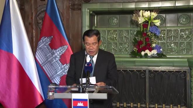 Campuchia sẽ mua máy bay và vũ khí Séc để củng cố an ninh - quốc phòng - Ảnh 1.