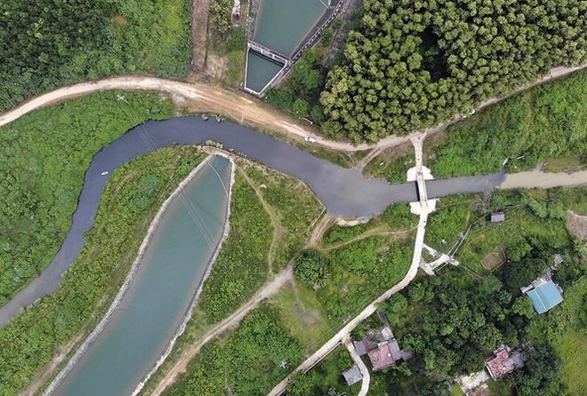 Nước nhà máy sông Đà nhiễm dầu: Chuyên gia nói không thể chấp nhận; lạm dụng nước RO cũng có hại! - Ảnh 1.