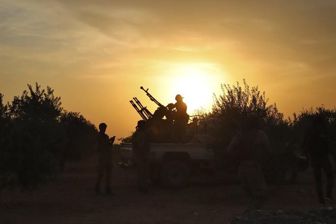 Mỹ rút, Moskva thừa cơ cầm trịch Bắc Syria: Lính Nga án ngữ chiến tuyến giữa quân Thổ-SAA - Ảnh 3.
