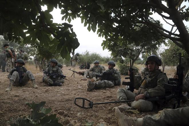 Mỹ rút, Moskva thừa cơ cầm trịch Bắc Syria: Lính Nga án ngữ chiến tuyến giữa quân Thổ-SAA - Ảnh 2.
