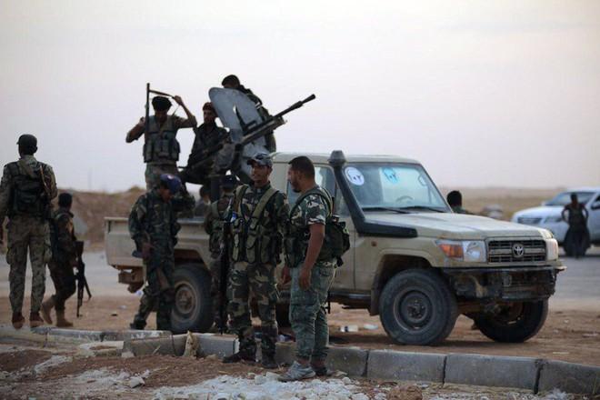 Mỹ rút, Moskva thừa cơ cầm trịch Bắc Syria: Lính Nga án ngữ chiến tuyến giữa quân Thổ-SAA - Ảnh 1.
